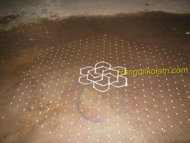 margazhi-kolam-23-pulli-12-in-between-dots